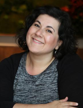 Lory Moniz Headshot